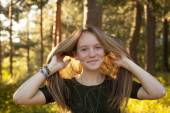Girl in sunny forest. — Stock Photo