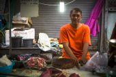 Unidentified man seller on the Burmese street — Stock Photo