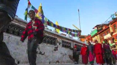 Pilgrims circle stupa Boudhanath. (Timelapse) — Stock Video