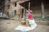 Nepalese woman working — Stock Photo