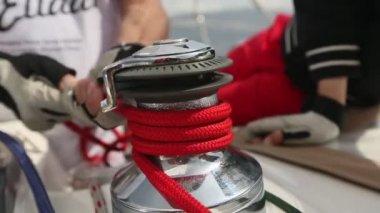 Men pulling ropes — Stock Video