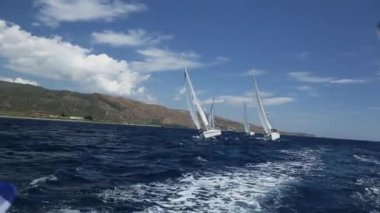 Sailors participate in regatta — Stock Video