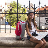 Young girl travels to Europe — Stock Photo