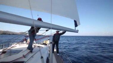 Námořníci se účastní závodu — Stock video