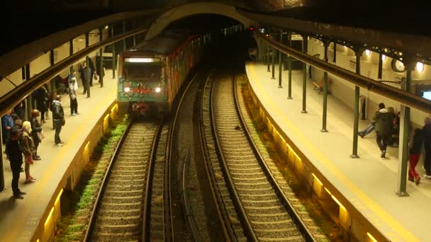 Urban metro station with train. — Vidéo