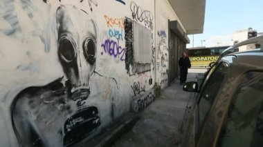 Contemporary graffiti art on Athens walls — Stock Video