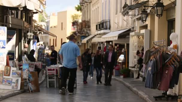 Concurrida calle comercial de Atenas. — Vídeo de stock