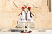 Evzones guarding the Tomb — Stock Photo