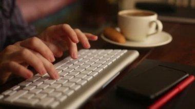 Fingers typing on laptop keyboard. — Stock Video