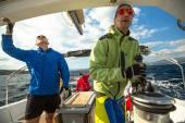 Marinai non identificati partecipano alla regata velica — Foto Stock