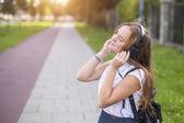 Apreciando música linda garota — Fotografia Stock