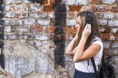 Young girl in headphones. — Stock Photo