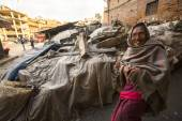 Unidentified poor people — Stock Photo