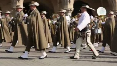 Military orchestra on main square of Krakow — Stock Video
