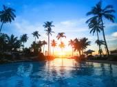 красивый закат beach resort в тропиках — Cтоковый вектор