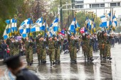 Greeks pay tribute to the heroes — Stock Photo