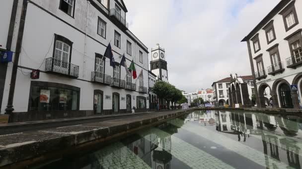 Calle en el centro de Ponta Delgada — Vídeo de stock