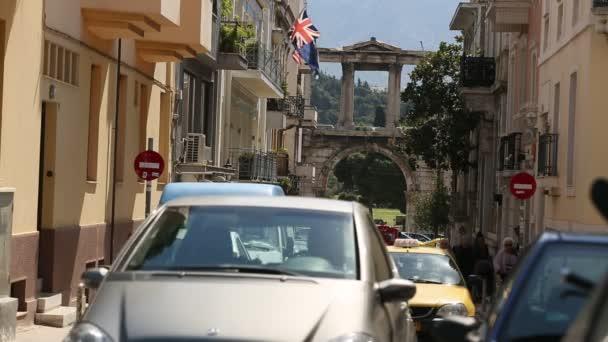 Turismo concurrida calle en Atenas — Vídeo de stock