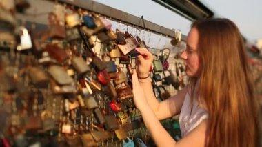 Cute teenage girl on lovers bridge — Stock Video
