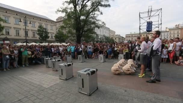 Participantes en el Festival Internacional de teatro de calle — Vídeo de stock