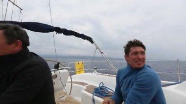 I marinai partecipano alla regata velica — Video Stock