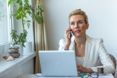 Attractive business woman working on laptop — Stock Photo