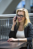Business lady talking on mobile phone — Stock Photo