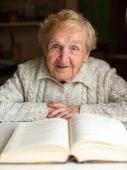 Portrait of Old woman reading  book — Stock Photo