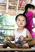 Children posing for a picture at Karen Long Neck Village in Chiang Mai, Thailand. — Stock Photo