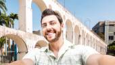 Happy young man taking a selfie photo in Rio de Janeiro, Brazil — Stock Photo
