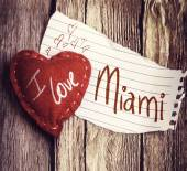 I Love Miami on paper and a heart — Stock Photo