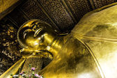 Reclining Buddha statue — Stock Photo