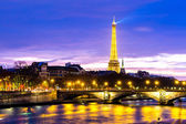 PARIS, FRANCE - CIRCA JAN 2015: The famous city of Paris at night in France. — Stock Photo