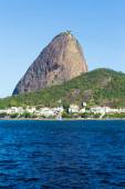 The Sugarloaf Mountain in Rio de Janeiro, Brazil with the bay and Atlantic Ocean — Foto Stock