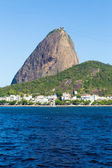 The Sugarloaf Mountain in Rio de Janeiro, Brazil with the bay and Atlantic Ocean — Stok fotoğraf