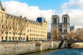 PARIS, FRANCE - CIRCA DEC 2014: Siene River and the Notre-Dame Cathedral in Paris, France. — Stock Photo