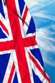 Uk viftande flagga på en vacker dag — Stockfoto