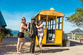 RIO DE JANEIRO - CIRCA NOV 2014: Tourists posing on the top of Sugarloaf Mountain in Rio de Janeiro, Brazil. — Fotografia Stock