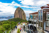 RIO DE JANEIRO, BRAZIL - CIRCA NOVEMBER 2014: Tourists at the Sugarloaf Mountain in Rio de Janeiro, Brazil. — Fotografia Stock