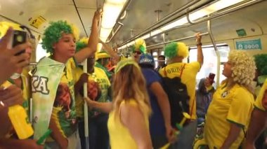 Fans go to Arena Sao Paulo — Stock Video