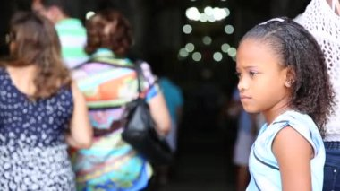 Cute girl at the Bonfim Church in Salvador — Stock Video