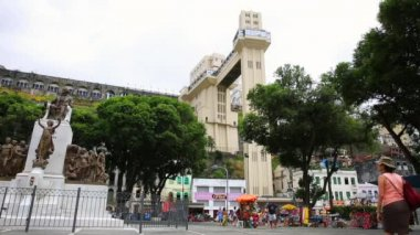 The famous Lacerda Elevator in Salvador — Stock Video