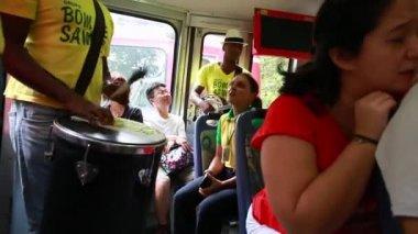 """People enjoying a """"Samba"""" — Stock Video"""