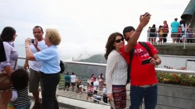 Ourists on the Sugarloaf Mountain in Rio de Janeiro — Stock Video