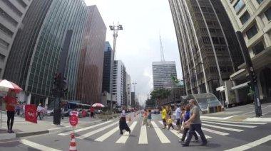 Traffic on Paulista Avenue in Sao Paulo — Stock Video