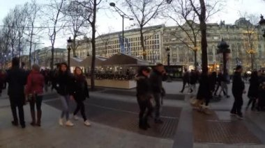 People walking in the Champs Elysees in Paris — Stock Video