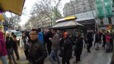 People walking at the La Rambla street in Barcelona — Stock Video