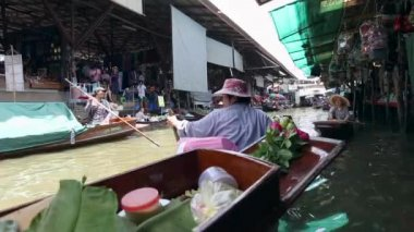 Damnoen saduak, thailand - mai 2014: thailands berühmteste schwimmende markt — Stockvideo