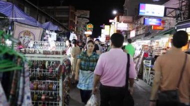 Crowds on Khao San Road in Bangkok — Stock Video