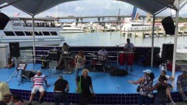 Cuban show at Marina Bay in Miami — Stock Video